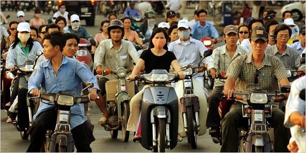 Вьетнамцы на мопедах