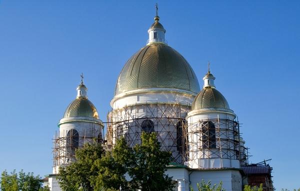 Золочение купола собора