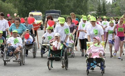 Прооперированные дети на колясках