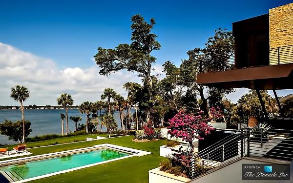открытый бассейн во Флориде