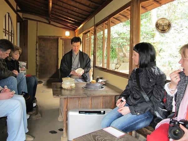 Во время чайной церемонии