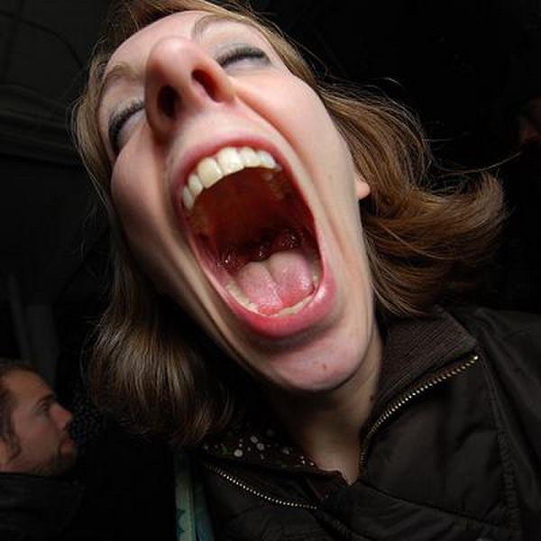 Орущий открытый рот