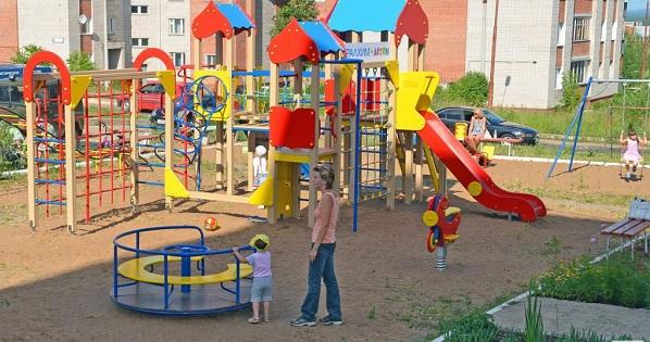 Детская площадка во дворе микрорайона