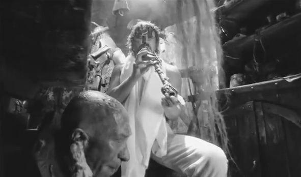 Дон Румата играет на дудке