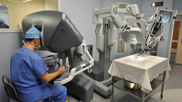 Операция с участием робота