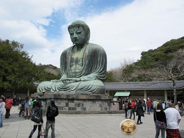 Бронзовый Будда в позе лотоса