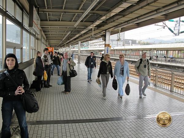 На перроне вокзала г. Хаконе