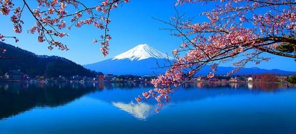 Озеро у горы Фудзияма