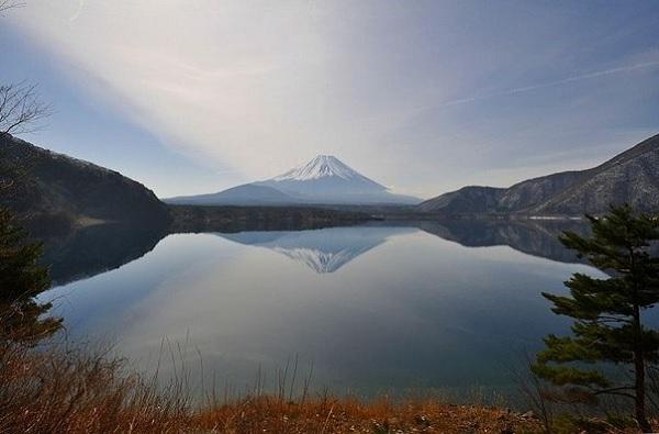 Озеро у подножия Фудзиямы