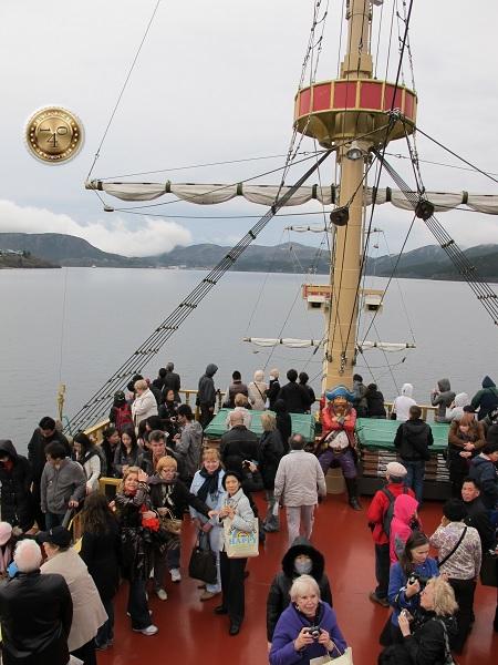 Прогулка на корабле по озеру