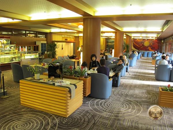 В холле отеля в Киото