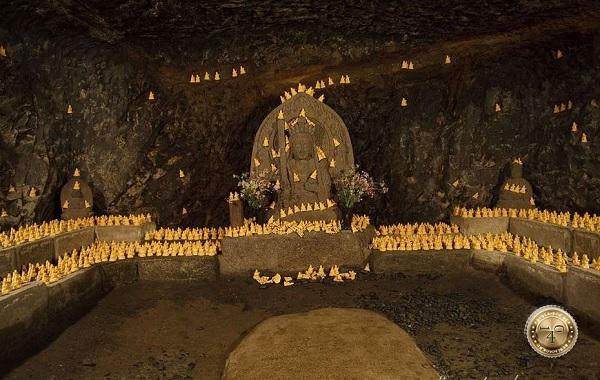 Внутри пещеры Бетен-куцу