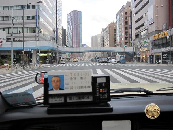 Едем в такси по Токио