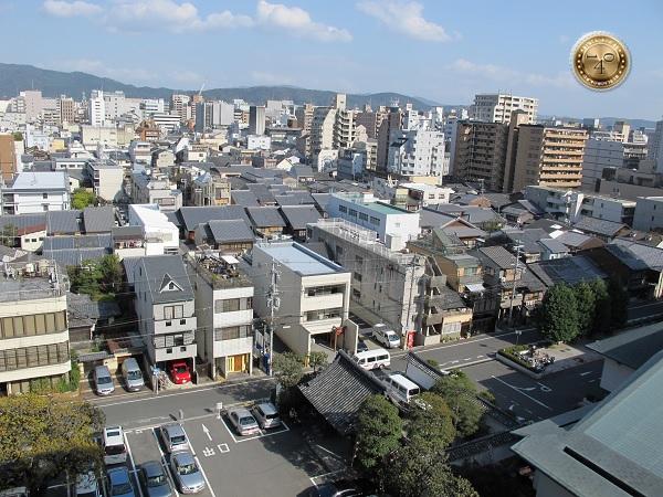 Вид из окна нашего номера в Киото