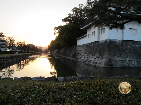 Оборонительный ров вокруг замка Нидзё-дзё