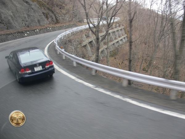 Горные серпантины по дороге к водопаду Кегон
