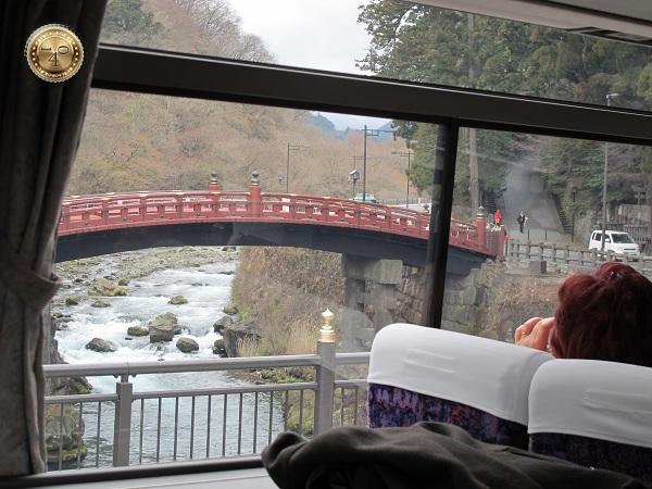 Красный горбатый мост