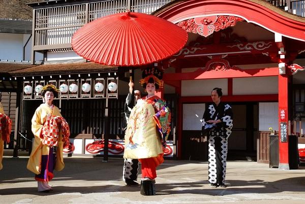 Святилище Тосёгу и японцы