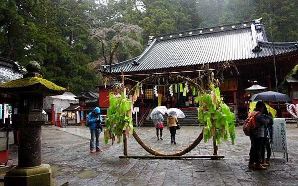 Кольцо очищения в храме Тосёгу