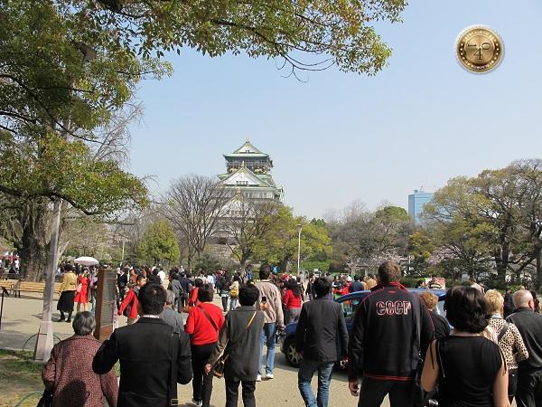 На подходе к замку Осака-дзё
