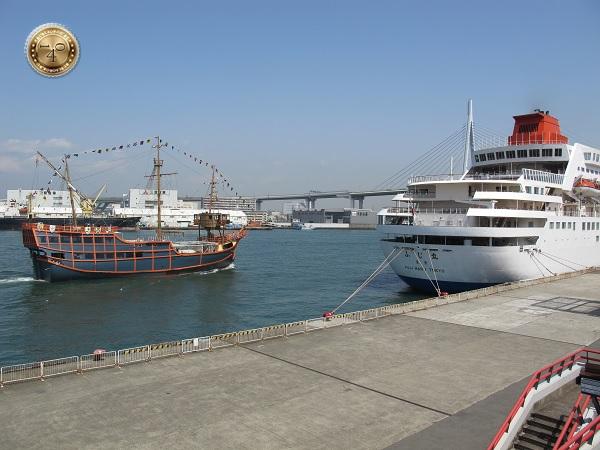 Набережная г.Осака с кораблями