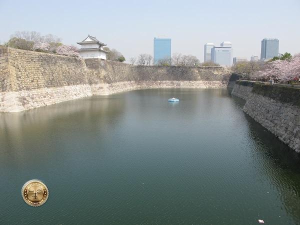 Оборонительный ров замка Осака-дзё