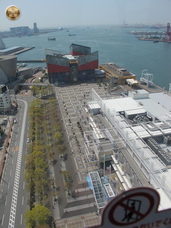 Вид сверху на Океанариум и порт г. Осака