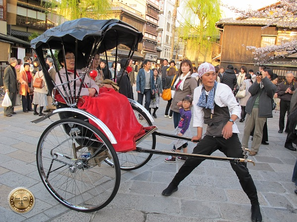 Рикша с двумя японками