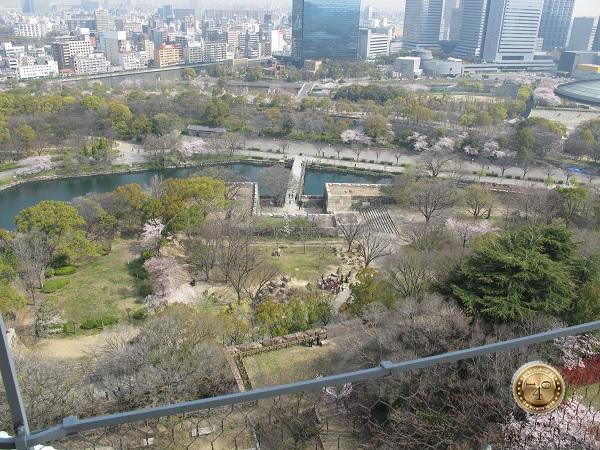 Вид на ров и крепостную стену замка Осака -дзё
