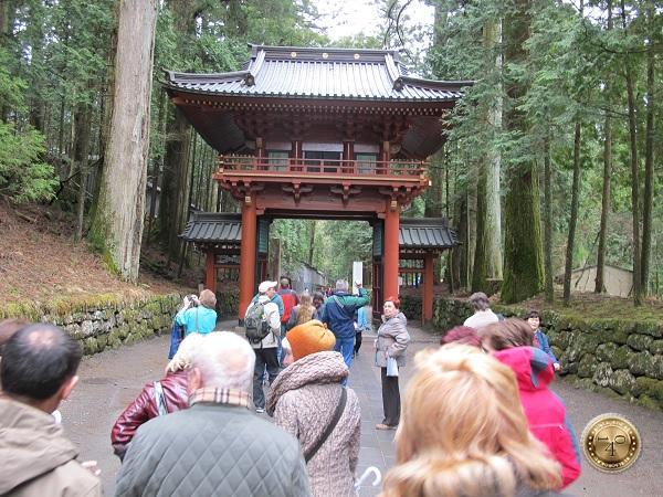 Ворота в храм Тосёгу