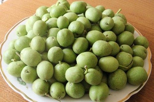 Зеленые грецкие орехи и мед для иммунитета