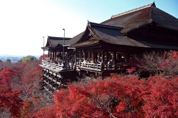 Терасса храма Чистой воды в Киото