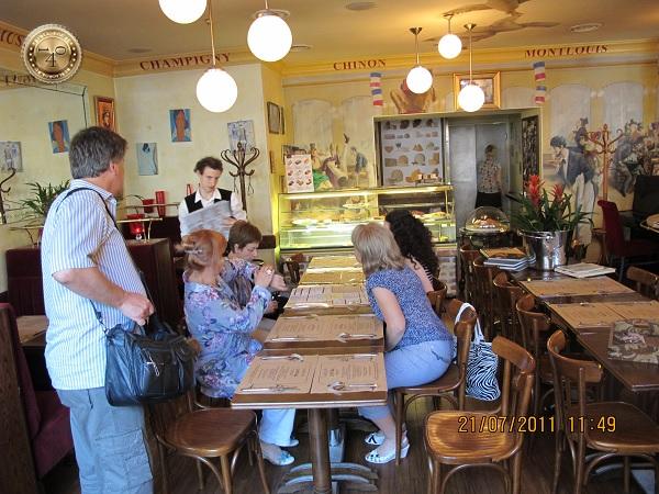 В кафе Гарсон в Санкт-Петербурге