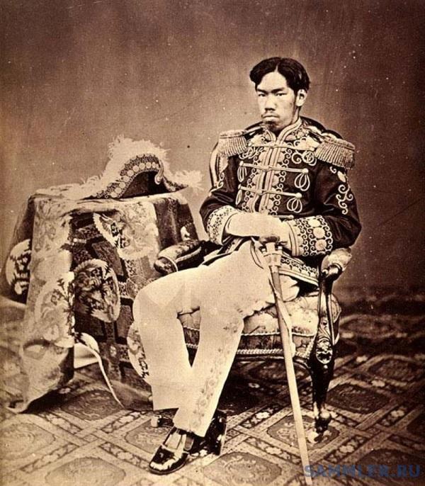 Император Японии Мэйдзи в форме