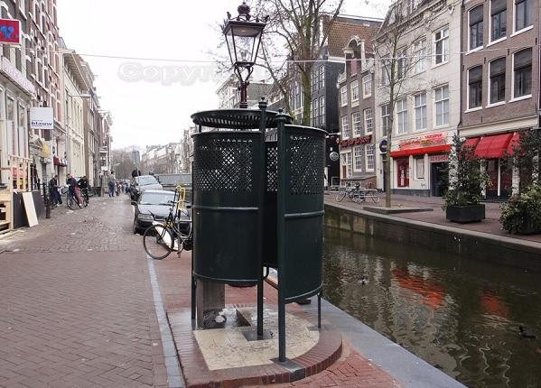 Уличный туалет для мужчин в Амстердаме
