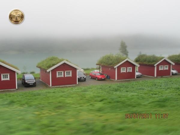 Домики по дороге к леднику Бриксдаль