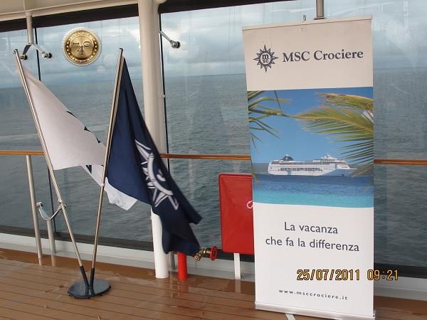 Флаги и реклама на палубе парома