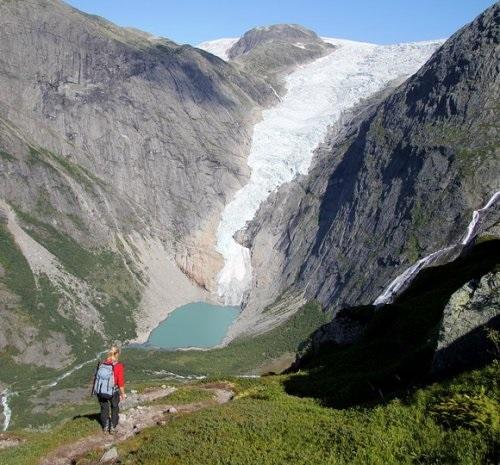 Ледник Бриксдаль и озеро Олден