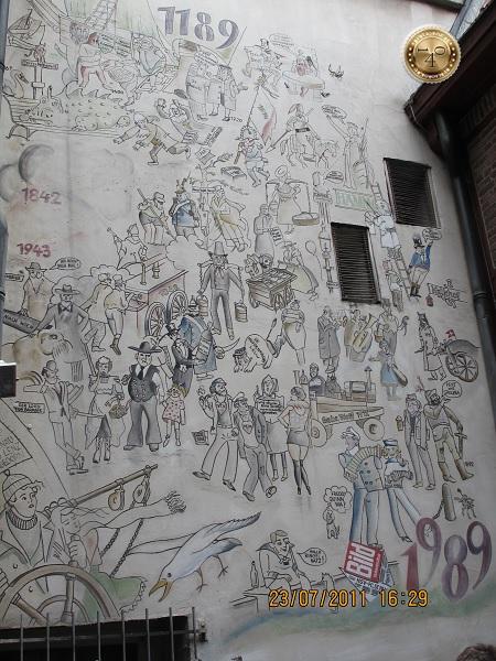 Панно со сценками из жизни Гамбурга