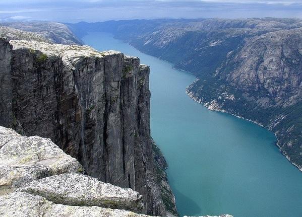 Скалы вокруг фьордов