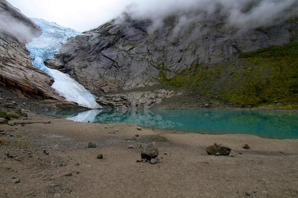 Возле озера Олден в Норвегии
