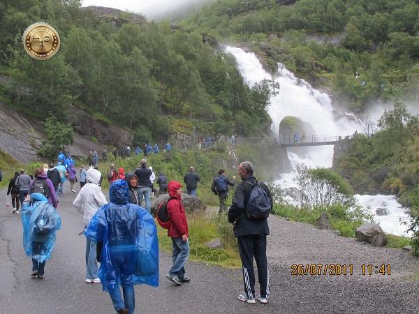 Водопад на пути к леднику Бриксдаль