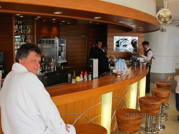 В баре на 13 палубе