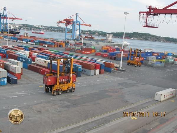 Склад морских контейнеров в Гётеборге