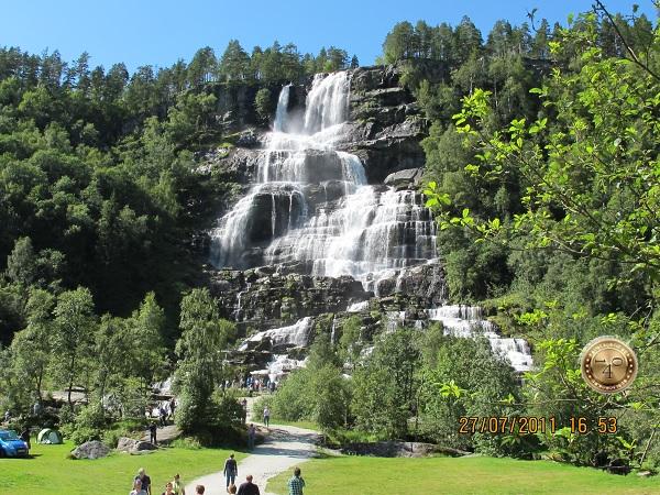 Водопад Твинфоссен в Норвегии