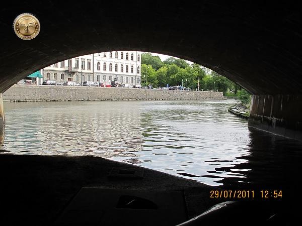 Под каменным мостом в Гётеборге