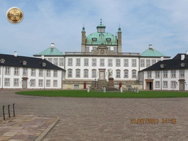 Фреденсборг - жилой дом датской королевы
