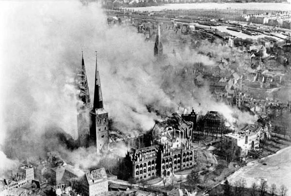 Любек после бомбежки