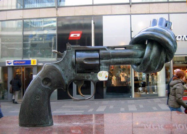 Пистолет - символ нейтралитета