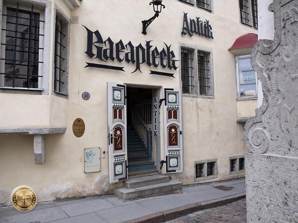 Старинная Ратушная аптека в Таллине